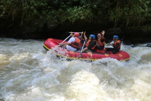 Kelebihan dan Kekurangan Paket Arung Jeram Bogor (Rafting Cisadane, Caringin Bogor)